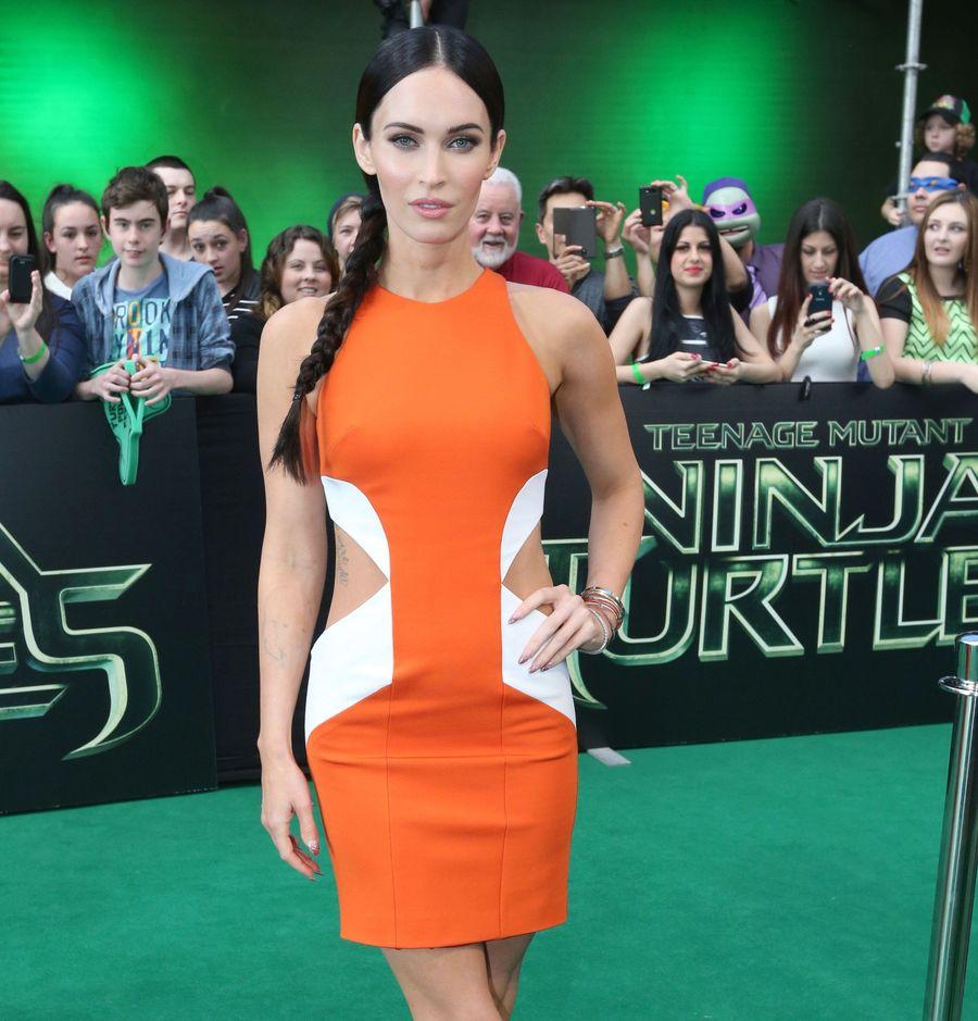 Меган Фокс блистает в стильном платье