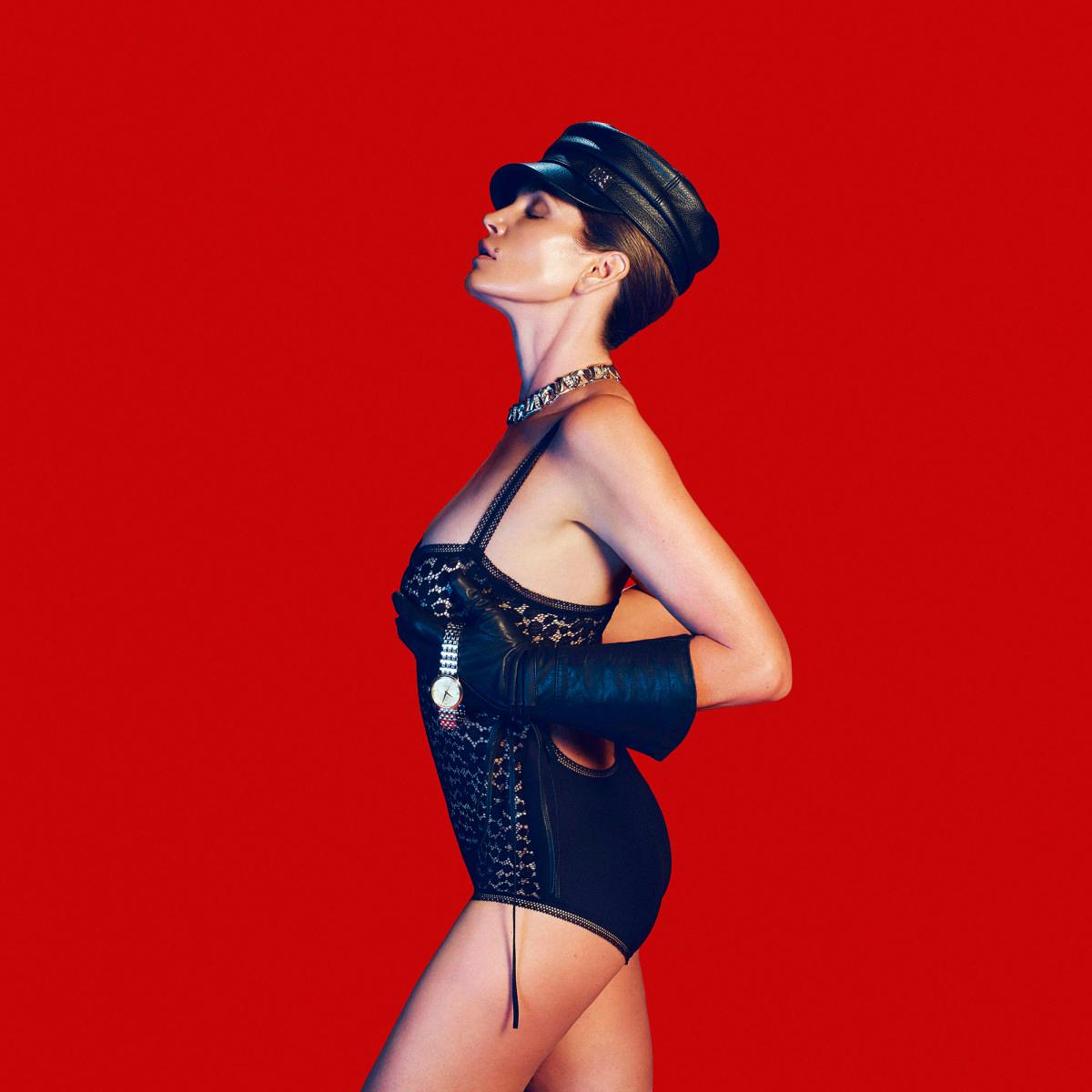 Синди Кроуфорд демонстрирует сексуальность в новом фотосете