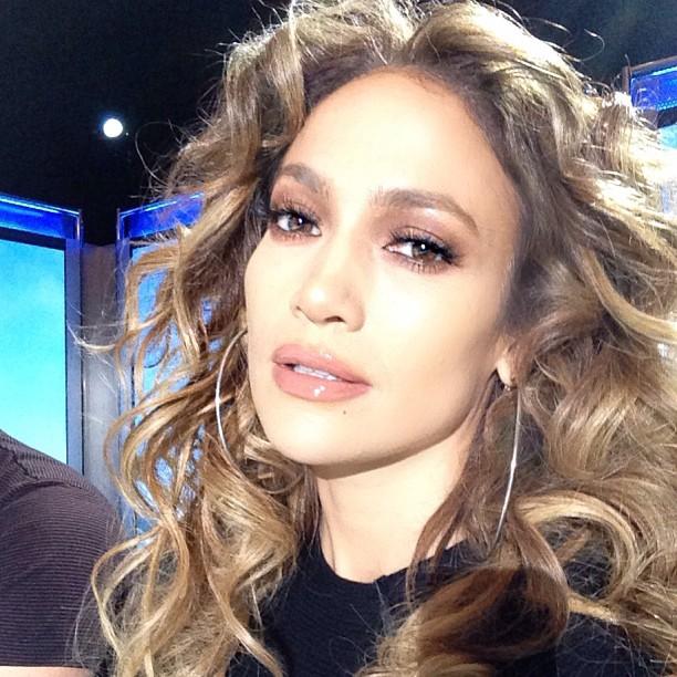Дженнифер Лопес показала идеальное лицо без макияжа