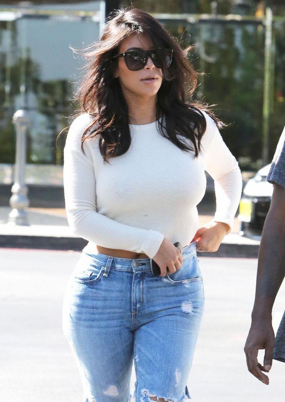 Ким Кардашьян появилась на публике в прозрачных лосинах