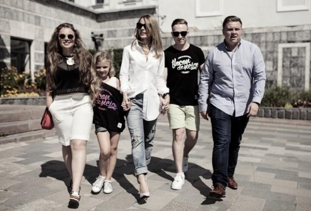 Ольга Фреймут с дочерью и родственниками
