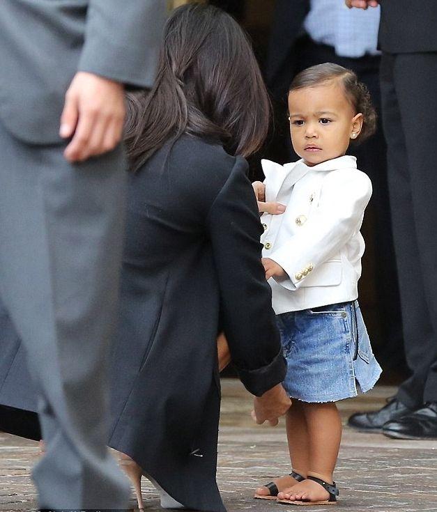 дочь Ким Кардашьян очаровывает своей красотой