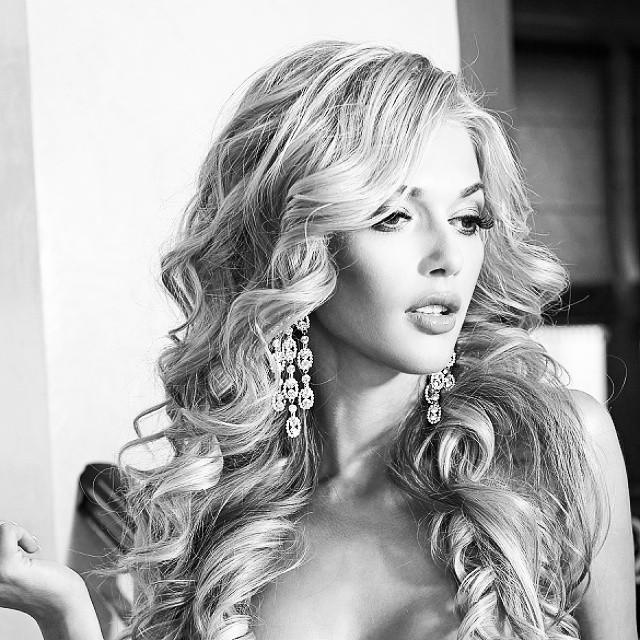 Сексуальная блондинка из новой ВИА Гры показала стройные формы