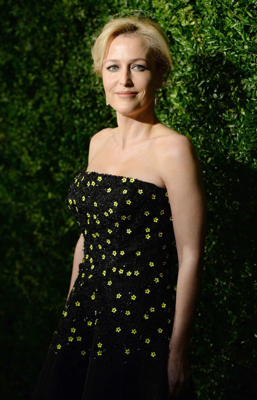 Джиллиан Андерсон блеснула красотой на вручении театральной премии в Лондоне