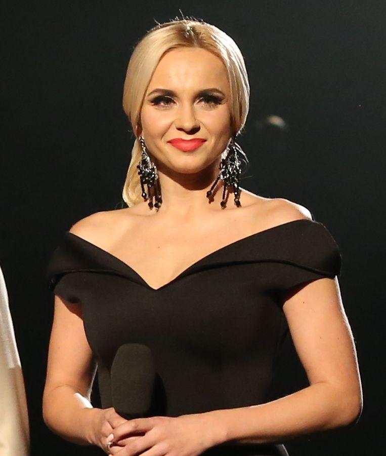 Лилия Ребрик в черном платье