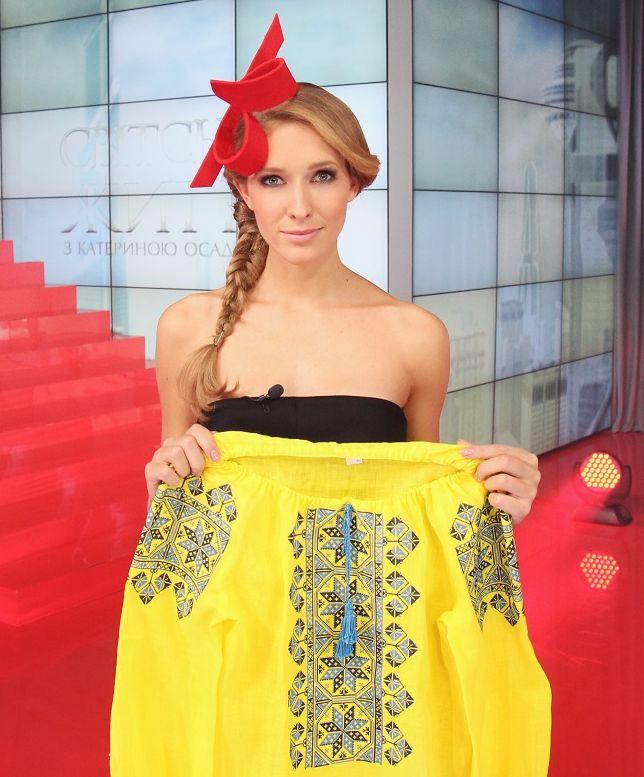 Катя Осадчая отдала свою вышиванку ради солдат в зоне АТО