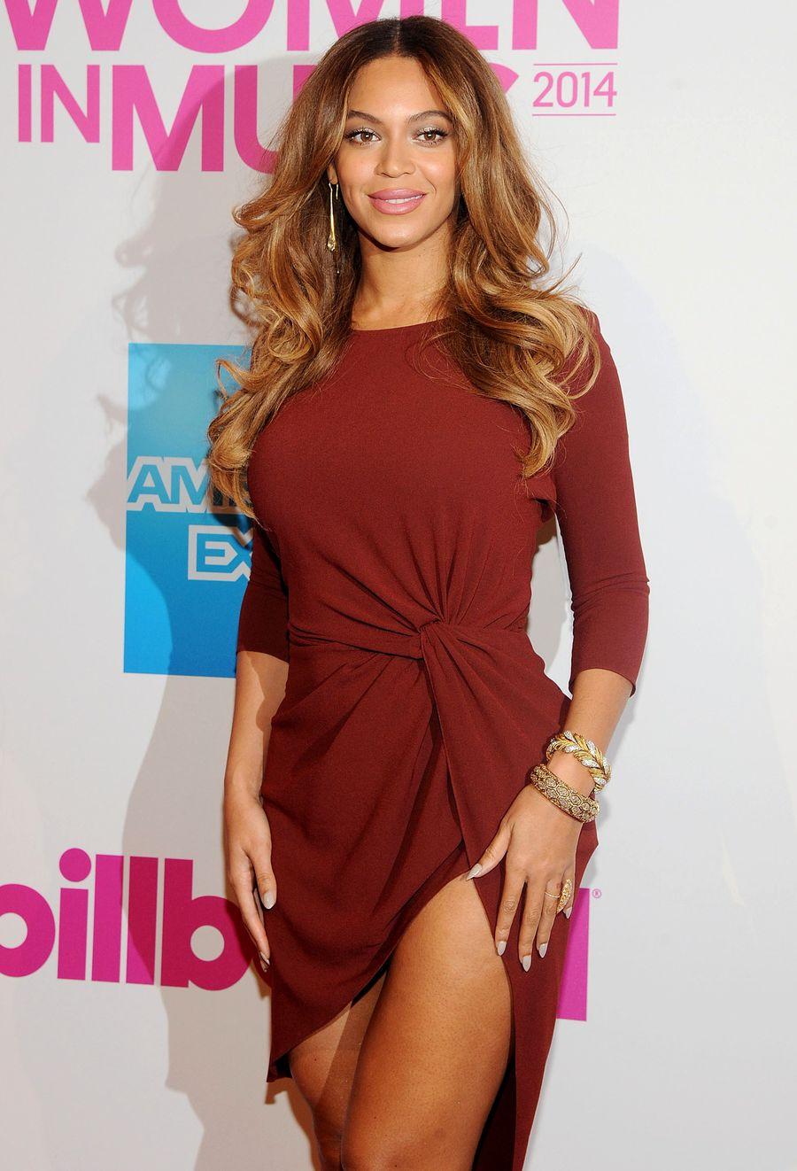 Бейонсе хвастается стройными ножками на вечеринке Billboard