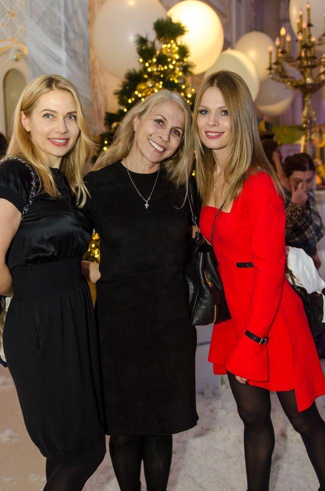 Ольга Фреймут с мамой и дочкой сходили на новогодний праздник