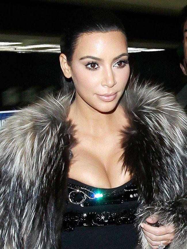 Ким Кардашьян призвала людей делать селфи