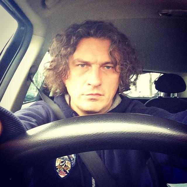 Кузьма Скрябин за рулем своего автомобиля