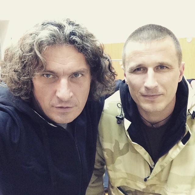 Кузьма Скрябин с военными из зоны АТО