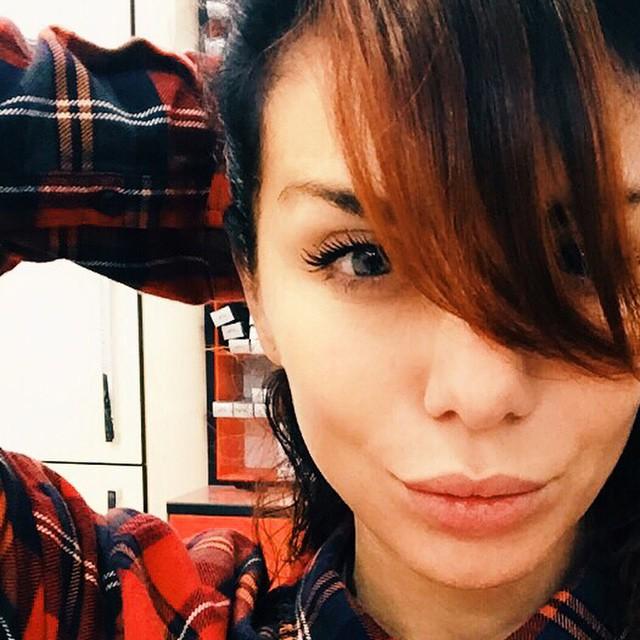 Анна Седокова покрасила волосы в рыжий цвет