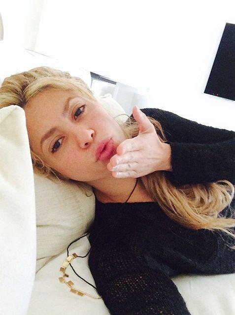 Шакира поздравила с Женским днем и показала раритетный фотоснимок себя в детстве