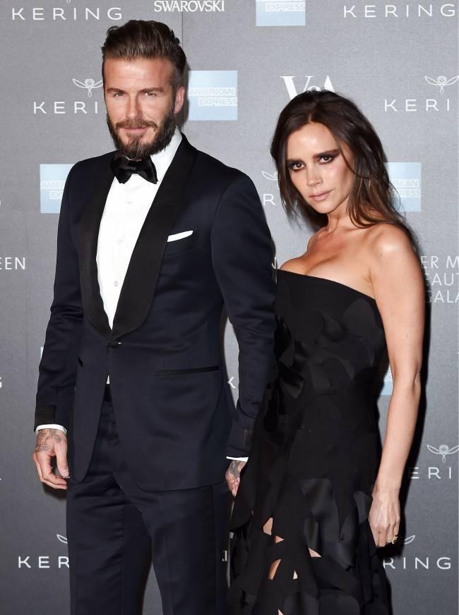 Роскошные и знаменитые: Дэвид и Виктория Бекхэм блистают на ужине  Alexander McQueen