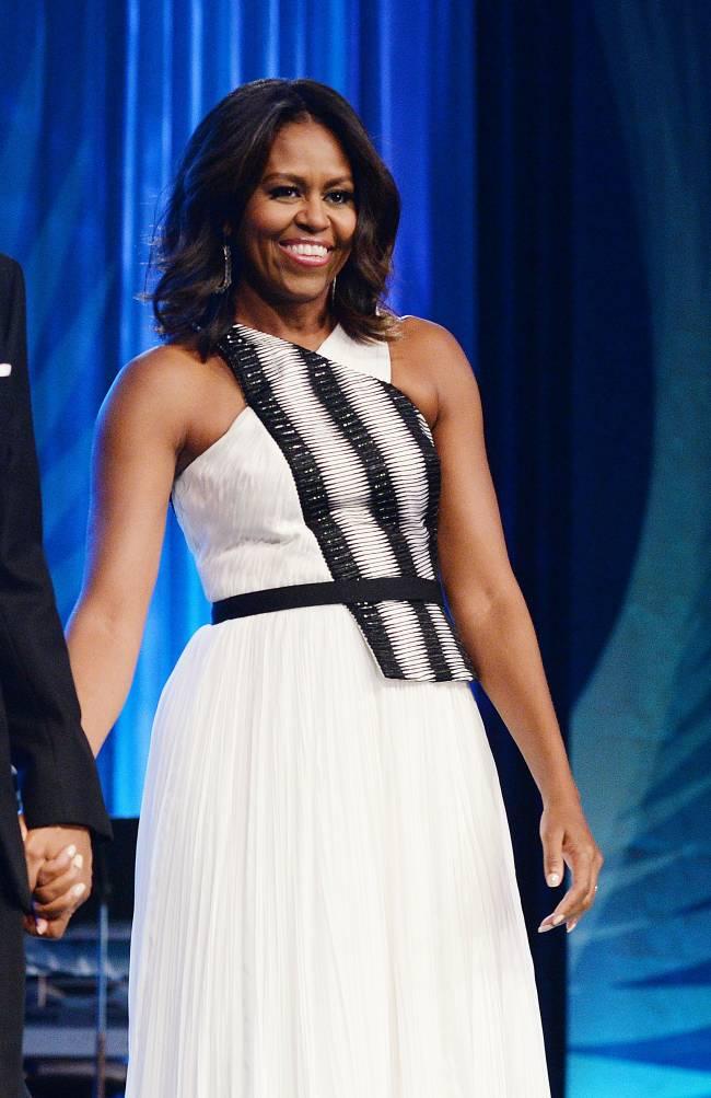 Всегда элегантная Мишель Обама появилась на публике в спортивном костюме