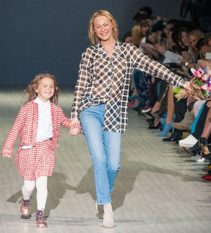 Ольга Аленова вышла на подиум с дочерью