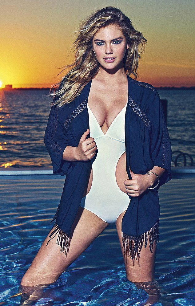 Кейт Аптон продемонстрировала роскошные формы в купальнике