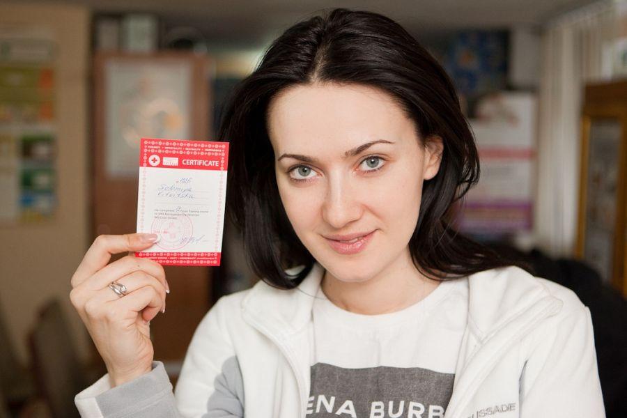 Соломия Витвицкая получила сертификат Красного Креста