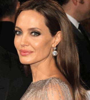 Анджелина Джоли сменила имя