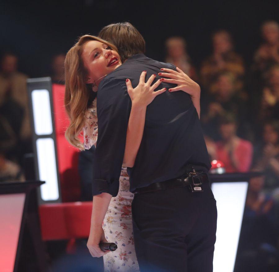 Тина Кароль расплакалась на шоу Голос країни 5, узнав голос своего друга