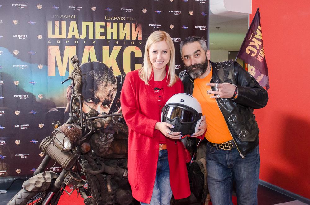 Украинские звезды оценили новый образ Шарлиз Терон