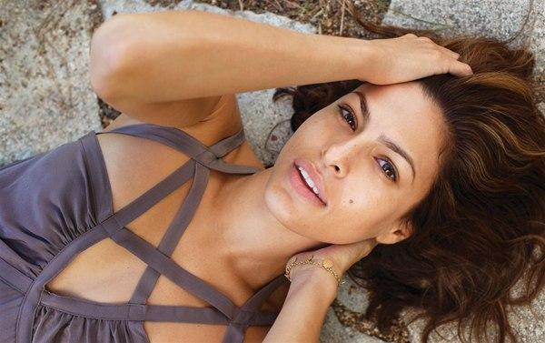 Инстаграмомания: Ева Мендес сделала свое первое селфи