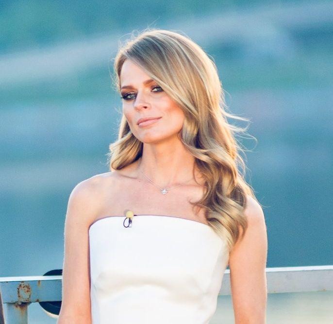 Ольга Фреймут в белом платье