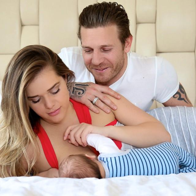 Футболист Андрей Воронин и его жена Юлия показали 2-месячного сына