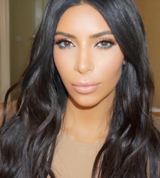 Беременная Ким Кардашьян появилась на публике в прозрачном наряде