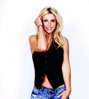 Жаркое лето: Бритни Спирс показала фигуру в бикини
