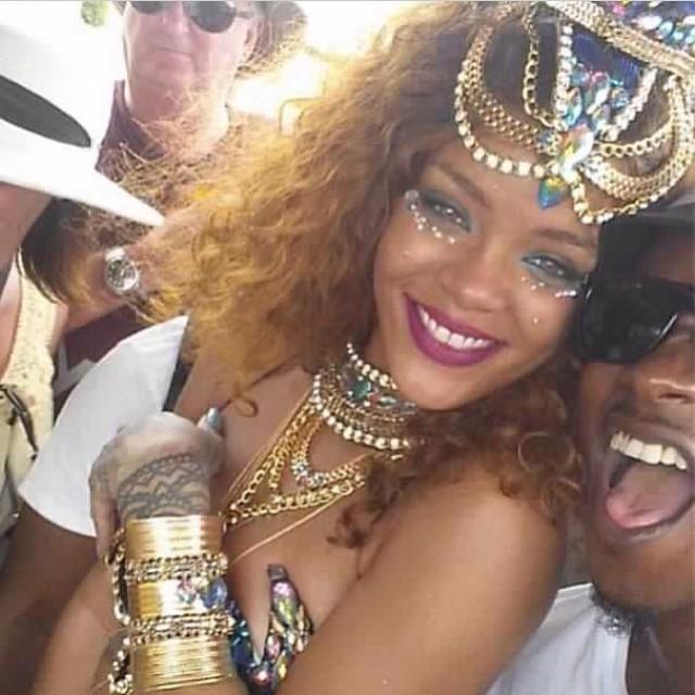 Rihanna в сексуальном наряде фото
