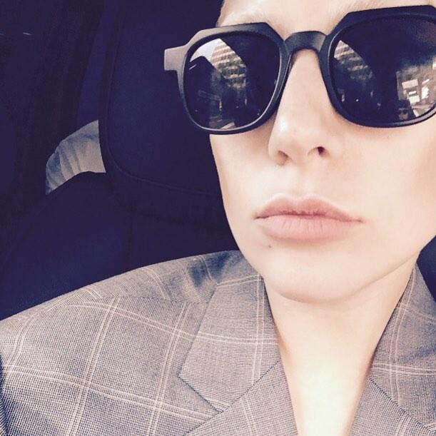 Неожиданно: эпатажная Леди Гага готовит на кухне