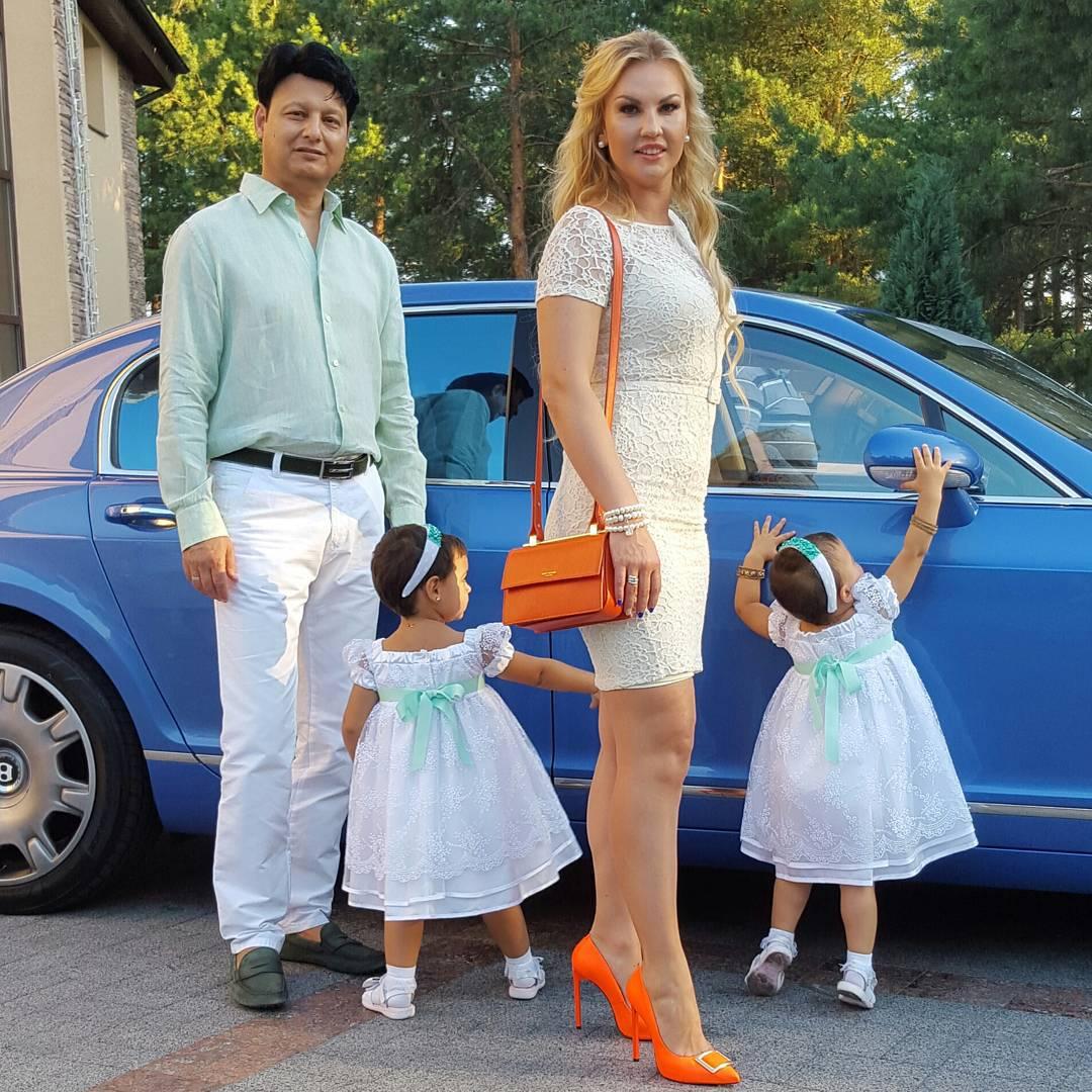 По-семейному: Камалия отпраздновала двухлетие своих дочерей