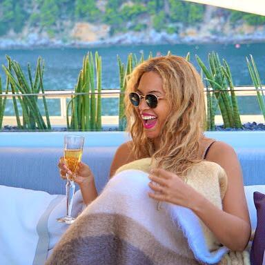 Развода не будет: Бейонсе и Джей Зи отдыхают с дочкой в Италии