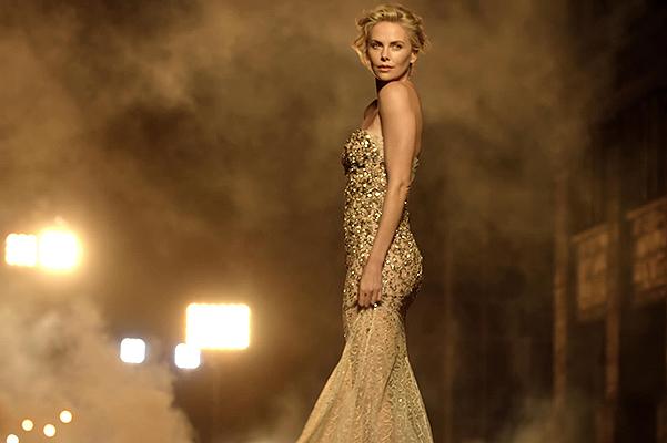 Роскошная Шарлиз Терон снялась в новом ролике легендарного парфюма J'adore
