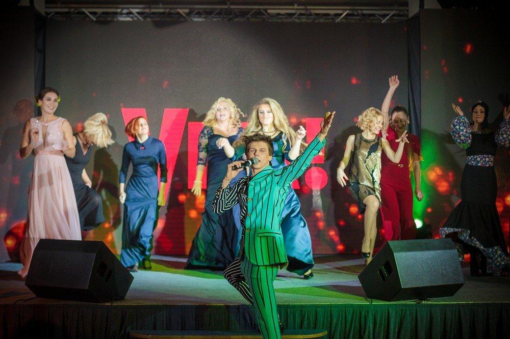 VIVA! Бал: Александр Лещенко научил танцевать рок-н-ролл украинских знаменитостей