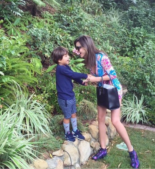 Миранда Керр растрогала публику новыми снимками с сыном