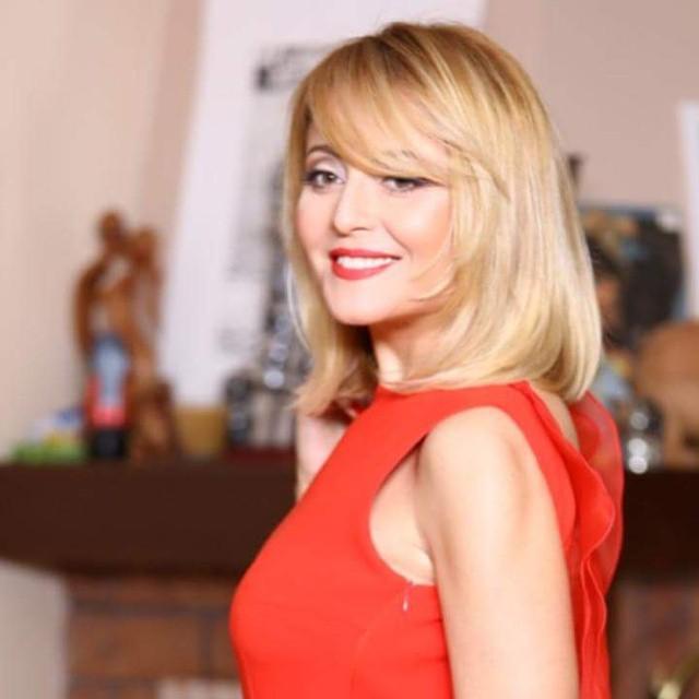 """Анжелика Варум получила музыкальную премию за песню """"Два крыла"""""""