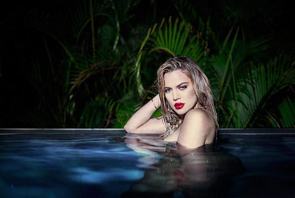 Еще горячее: совершенно голая Хлое Кардашьян позирует у бассейна