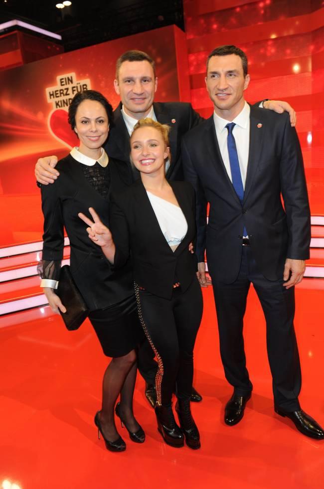 Все в сборе: в сети впервые появилось совместное фото семей Кличко и Панеттьери