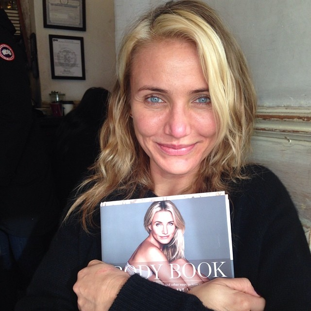 Смело: Камерон Диас появилась на обложке своей книги без макияжа