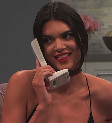 Кендалл Дженнер разыграла Ким Кардашьян в эфире телешоу