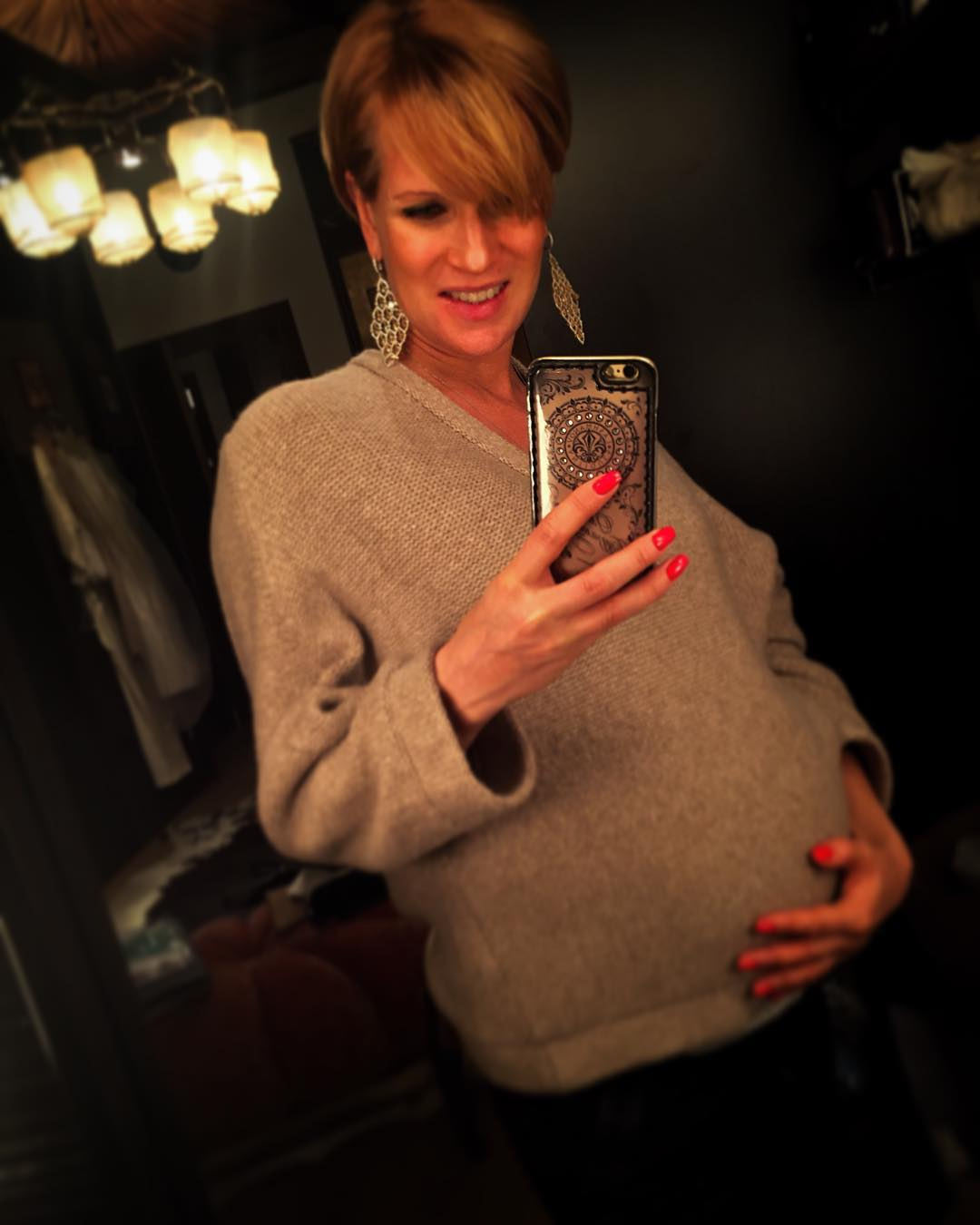 41-летняя Олеся Судзиловская показала новорожденного сына