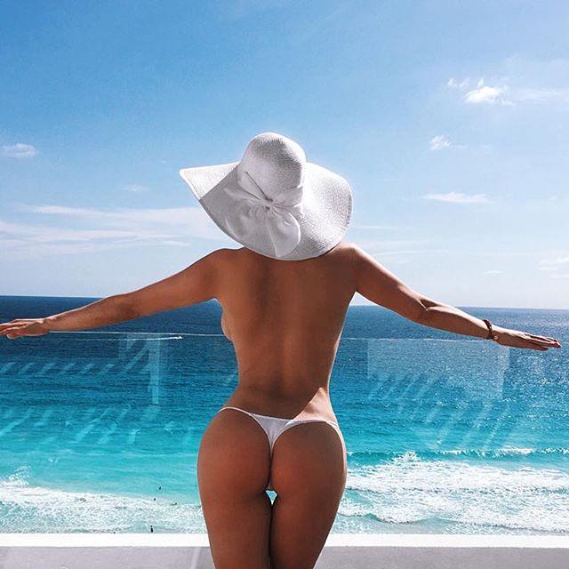 Татьяна Котова на пляже