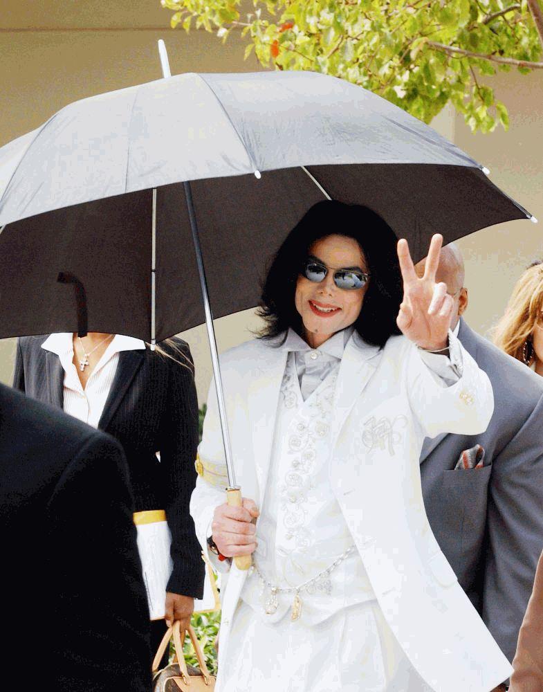 Майкл Джексон в белом