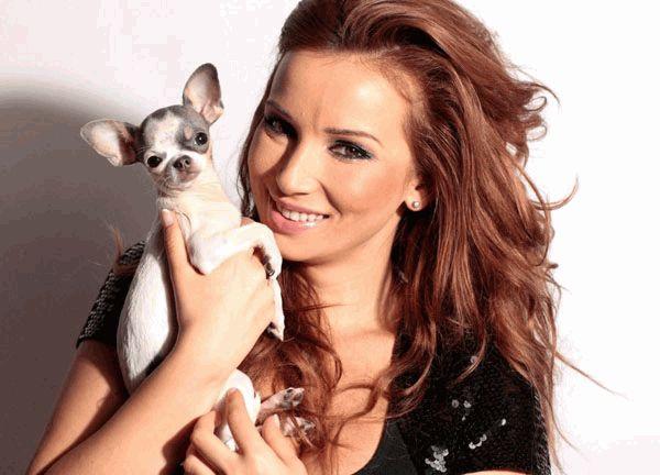 Анфиса Чехова с собачкой