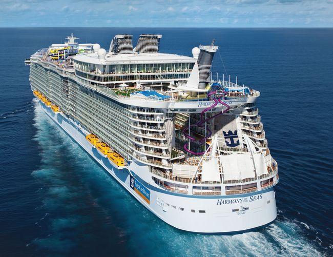Самый большой в мире и яркий лайнер компании Royal Caribbean International Harmony of the Seas
