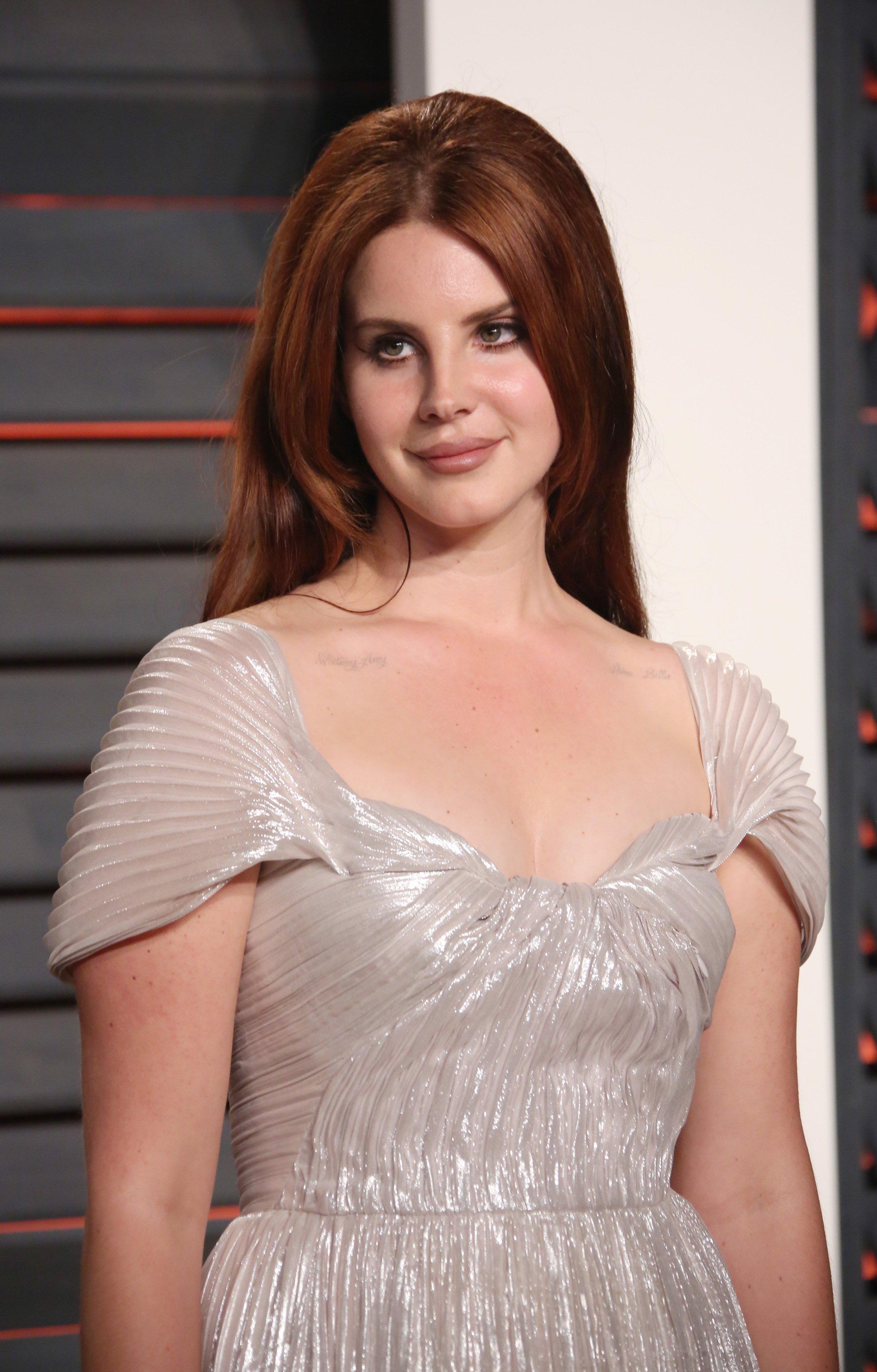"""Сама нежность: Лана Дель Рей посетила афтепати """"Оскара"""" в шикарном платье от Vivienne Westwood"""