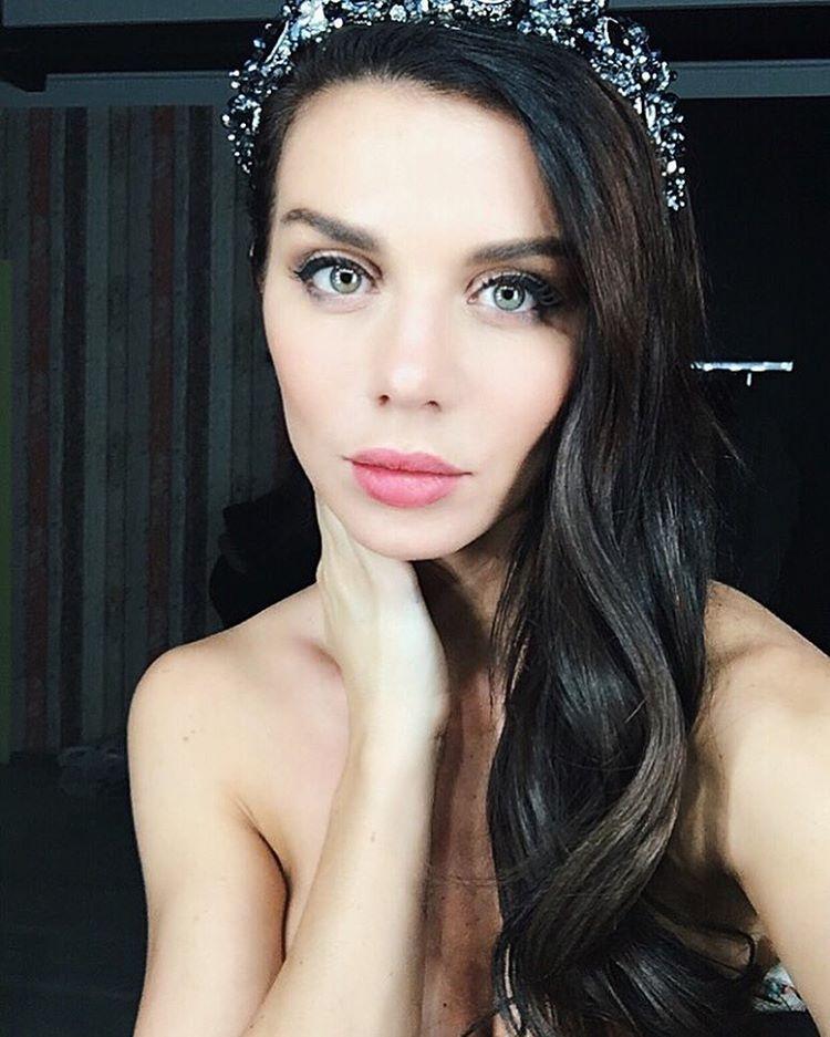 Анна Седокова рассказало об обиде на родителей