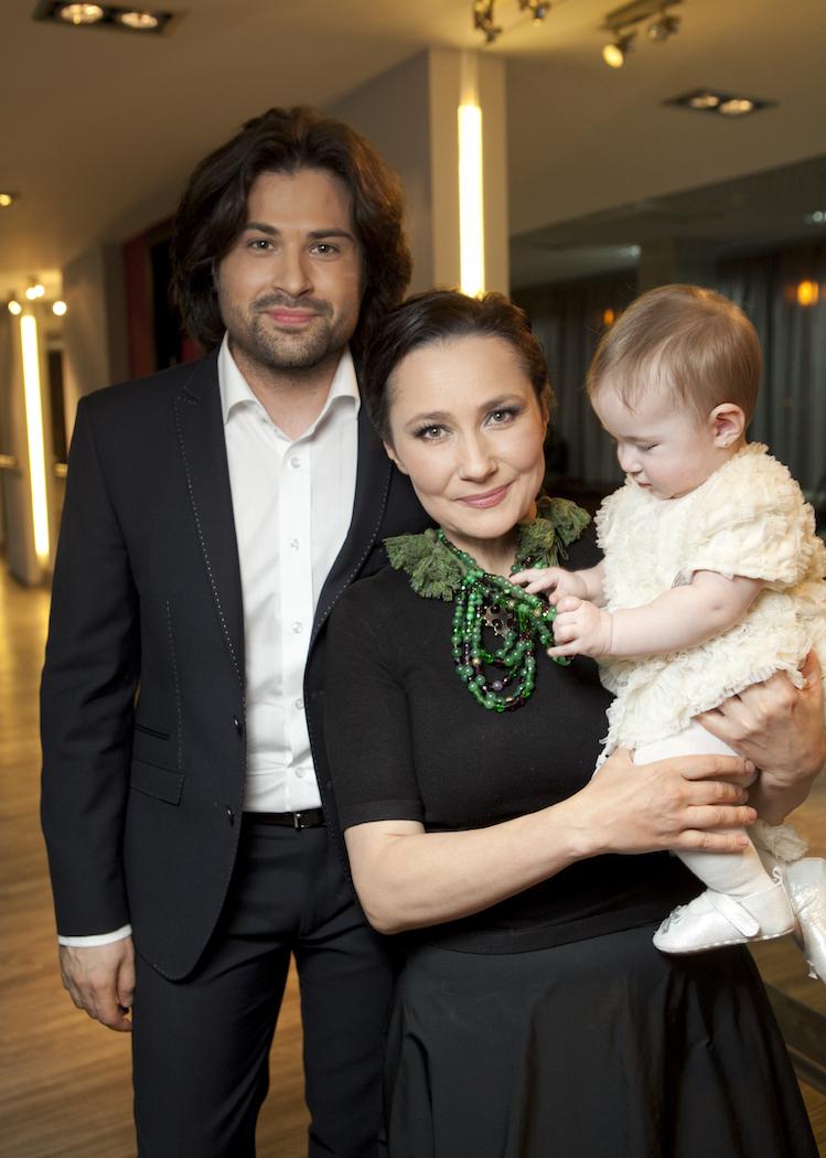 Алена Мозговая с семьей